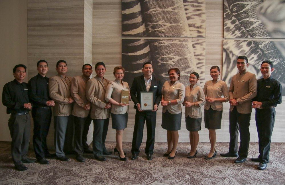 Misto F&B service team led by Asst. F&B manager Jules Melencion with the T-Dining by Philippine Tatler Award